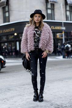 Beste Straat Stijl ❤ Best Street Style ❤❤❤ New York Fashion Week Fall 2014 // StyleCaster Fashion Week, New York Fashion, Star Fashion, Look Fashion, Fashion Photo, Winter Fashion, Fashion Trends, Fashion Ideas, Fashion Black