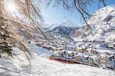 Zermatt photo spots - as if made for Instagram - Matterhorn Blog Zermatt, Swiss Alps Skiing, Swiss Ski, Saas Fee, Grindelwald, Luxury Ski Holidays, Usa Pictures, Best Ski Resorts, Best Skis