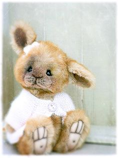 Sweet Bettie Bunny ---- I know this not a teddy bear but what an adorable face!