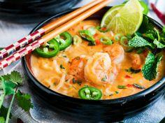 Thai Coconut Curry Shrimp Noodle Soup Thai Coconut Curry Shrimp Noodle Soup recipe - One pot, 30 minute, creamy coconut curry soup with rice noodles, jumbo shrimp and tasty Thai flavors. Shrimp Rice Noodles, Thai Shrimp Soup, Coconut Curry Shrimp, Seafood Soup, Thai Coconut, Seafood Recipes, Soup Recipes, Cooking Recipes, Curry Noodles