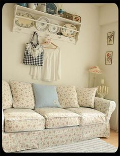 love the floral pattern on this sofa