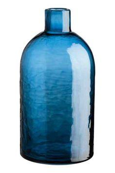 Korkea lasimaljakko - Sininen - Home All Tall Glass Vases, Blue Glass Bottles, Blue Bottle, Bottle Vase, Sheet Metal Wall, Vase Haut, Asian Plants, Navy Living Rooms, H&m Home