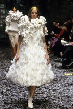 Alexander McQueen Fall 2000 Ready-to-Wear Fashion Show