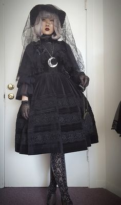 "Gothic Lolita - ""/cgl/ - Cosplay & EGL"" is imageboard for the discussion of cosplay, elegant gothic lolita (EGL), and anime conventions. Unique Fashion, Fashion Looks, Alternative Mode, Alternative Fashion, Visual Kei, Lolita Mode, Gothic Mode, Harajuku, Grunge"
