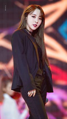 Kpop Girl Groups, Korean Girl Groups, Kpop Girls, Sulli, K Pop, Font Simple, Hot Suit, Rapper, Mamamoo Moonbyul