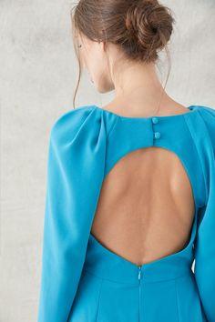 696902c64 elegante vestido con espalda abierta y peplum asimetrico en color azul para  invitadas de boda eventos