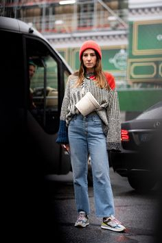 Jumpsuits Were a Popular Dressing Shortcut on Day 7 of Paris Fashion Week - Fashionista Autumn Street Style, Street Style Looks, Cool Street Fashion, Paris Fashion, French Brands, People Sitting, Style Snaps, Beats, Jumpsuits