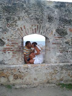 """los """"huequitos del amor"""" en la ciudad amurallada - Cartagena."""