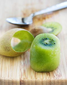 How To Peel and Cut Kiwi Fruit - Seriously my favorite! I always force people to let me peel their kiwis for them just so I can use this trick. ;-)