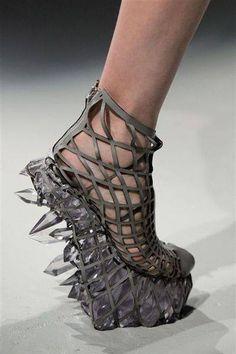 Iris van Herpen Teams w/ 3D Systems to Create Crystal-esque 3D Printed Dress & Shoes http://3dprint.com/53854/iris-van-herpen-3d-fashion/