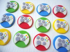 Cupcakes with Gaming Controller Fondant Toppers Fondant Cupcakes, Fondant Toppers, Cupcake Cakes, Cupcake Ideas, Mini Cakes, Cupcake Recipes, Video Game Cakes, Video Game Party, Video Games