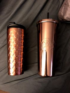 Rose Gold Starbucks cups. In love. Holiday2017 collection Starbucks Tumbler Cup, Copo Starbucks, Starbucks Drinks, Starbucks Bottles, Drinking Water Bottle, Cute Water Bottles, Cute Cups, Water Bottle Design, Tumbler Cups