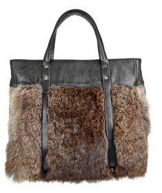 Grand Sac en Cuir d'Agneau et Lapin Naturel http://www.fourrure-privee.com/fr/vente-accessoires-fourrure/gants-sacs/sac-en-cuir-d-agneau-et-lapin-naturel-688