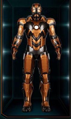 En algún momento después de los acontecimientos de Los Vengadores, Tony construye el Mark 28. Se...