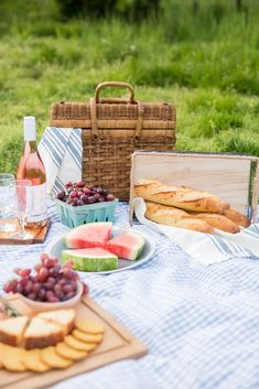 family picnic foods How to Plan a Farm Fresh Summer Picnic summer fun picnic, farm picnic, pink rose How to Plan a Farm Fresh Summer Picnic Picnic Menu, Picnic Time, Beach Picnic, Summer Picnic, Summer Fun, Picnic Parties, Picnic Ideas, Family Picnic Foods, Picnic Photography