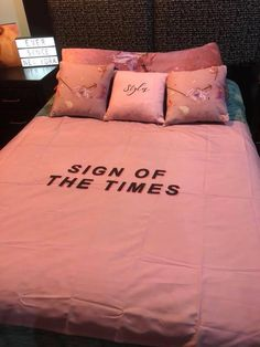 Pin by gracie wilson on harry styles One Direction Room, Room Ideias, Harry Styles Merch, Casa Loft, Senior Home Care, Harry Styles Wallpaper, Mr Style, Aesthetic Rooms, Harry Edward Styles