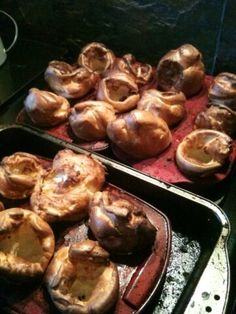 Yorkshire puddings Food N, Food And Drink, Popover Recipe, Roast Dinner, Truro, Food Obsession, Good Enough To Eat, Jamie Oliver, Small Plates