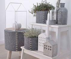 A doniczki (odpowiadając na Wasze pytania) mogą mieć różne wielkości, wysokość, szerokość, kolor sznurowania. #gray #felt #home #pot #feltlabel #plant #green #concrete #ikea #pepco #jysk @jyskpl #interior #interiordesign #candles #candlestick #natural #homedecor #scandinaviandesign #design #pumpkin #autumn #fall #myplace #myhome #simplicity #minimal #minimalism #handmade #white #florist