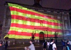 Quatre barres tenyeixen el Palau de la Generalitat en memòria dels catalans que lluitaren fa 300 anys -