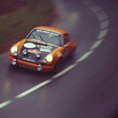 Derecha rápida en bajada y lloviendo. Qué puede salir mal en un 911 clásico? Tenemos ganas de rally  #thedrivetastic #drivetastic #porsche911 #porscherally #spiriteddrive