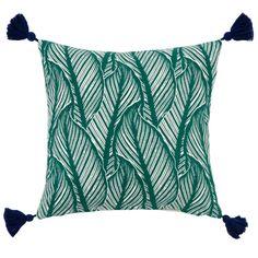 Funda de cojín de algodón verde con estampado de motivos vegetales 40x40 BACCHARIS | Maisons du Monde Bedroom Cushions, Lounge Cushions, Outdoor Cushions, Red Couch Living Room, Small Patio, Green Cotton, Cushion Covers, Home Accessories, Decorative Pillows