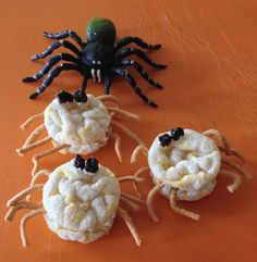 Creepy Crawly Cakes