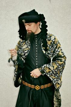 fef5dc79c4 A courtly transitional gown (between the style of iopula and houppelande)  with