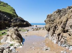 Mewslade Bay beach is a snug spot at the bottom of a small valley. Enjoy sloping sea cliffs, unspoilt scenery and breathtaking views.