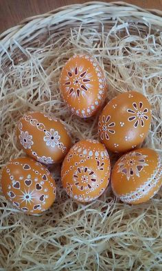 Vajicka Egg Crafts, Easter Crafts, Diy And Crafts, Crafts For Kids, Eastern Eggs, Christmas Bulbs, Merry Christmas, Carved Eggs, Egg Art