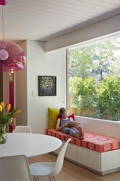 Modernist Palo Alto Eichler house with bold design