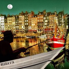 Doing a break time In the full moon  editing for #applified_apr3 @applified #honfleur_2013 original pic by @jvdt - @jesicca_gi- #webstagram