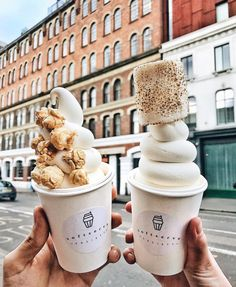 "Gefällt 43 Tsd. Mal, 491 Kommentare - Tara Milk Tea (@taramilktea) auf Instagram: ""Perfect swirly finds in London with @koentadyy ☁️"""