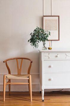 A Philadelphia Home with Vintage at Heart | Design*Sponge me gusta el mueble con rueditas!!