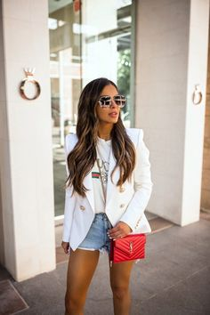 37 Ideas Womens Fashion Casual Spring Street Style Denim Shorts For 2019 Blazer Off White, White Blazer Outfits, Denim Outfit, Balmain Blazer Outfits, White Blazers, White Shirts, Look Blazer, Blazer And Shorts, Denim Shorts