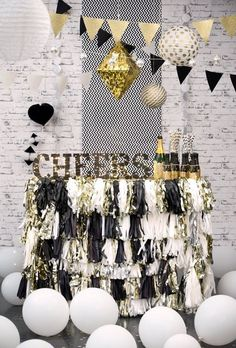 <3 <3 CHEEERRRSSSSS <3 <3 7 Fun New Years Eve Party Ideas for 2017 | New Years Eve Party Ideas | Fenzyme.com
