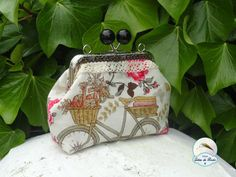 Unas gotas de Rocío: Mi primer tutorial. Handmade Handbags, Sewing Clothes, Purses And Bags, Coin Purses, Embroidery Patterns, Lunch Box, Patches, Pouch, Crochet