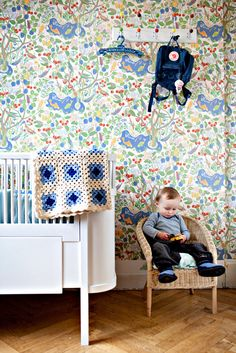 josef frank wallpaper, paradiset.  from the home of lisa grue.