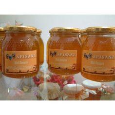 Las excelentes propiedades de la miel de romero tan vinculadas a enfermedades seniles, decaimientos, debilidad, falta de memoria, etc., se deben principalmente al litio, un mineral natural presente en la miel de romero.