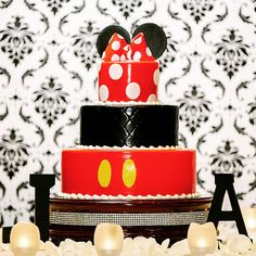 Happy Wedding Cake Wednesday!  #MickeyMouse #Disney #Minnie #cake