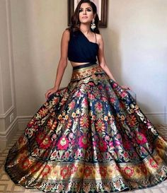 Indian Fashion Dresses, Indian Bridal Outfits, Indian Gowns Dresses, Dress Indian Style, Indian Designer Outfits, Designer Dresses, Indian Designers, Indian Fashion Trends, Indian Wedding Clothes