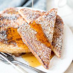 """Innen saftig und weich, außen knusprig, süß in Butter ausgebacken. Mit extra Zimtzucker bestreut, ein süßer Klassiker:""""Arme Ritter""""oder""""French Toast""""."""