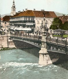 Franz Carl Brücke (Heute: Hauptbrücke), Blick Richtung Südtirolerplatz zum Eisernen Haus, Graz, 1910 Good Old, Vintage Travel, Vienna, Austria, Paris Skyline, Louvre, Traveling, Building, Countries