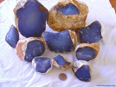 Turkish Dark blue Chalcedony geode Chalcedony is not scientifically its own mineral species, but rather a form of Quartz inmicrocrystalline form. Crystal Healing Stones, Mineral Stone, Blue Chalcedony, Rocks And Minerals, Crystals And Gemstones, Quartz, Geology, Dark Blue, Rock Hunting