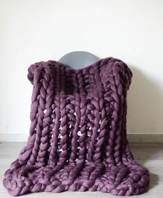 Chunky knit blankets and chunky yarn von bloisem Knitted Blankets, Merino Wool Blanket, Chunky Yarn, Etsy, Knitting, Big, Wool Blanket, Creative, Knitting Blankets