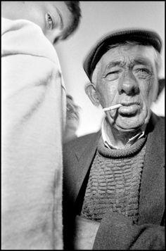 Bruce Gilden, At a flapper meet, a horse race that is not sanctioned by the Irish Racing Association, Dunmanwat, 1996 Close Up Portraits, Photographer Portfolio, Photographs Of People, Street Photographers, New York Street, Magnum Photos, Horse Racing, Irish Racing, Candid