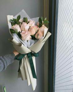 Boquette Flowers, How To Wrap Flowers, Beautiful Bouquet Of Flowers, Luxury Flowers, Beautiful Flower Arrangements, Planting Flowers, Floral Arrangements, Beautiful Flowers, Gift Flowers