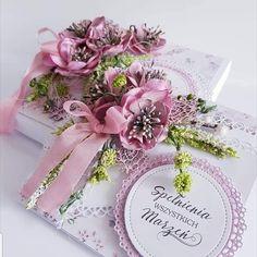 Sercem malowane Book Crafts, Diy And Crafts, Paper Crafts, Heartfelt Creations Cards, Shabby Chic Cards, Paper Packaging, Easel Cards, Die Cut Cards, Flower Cards