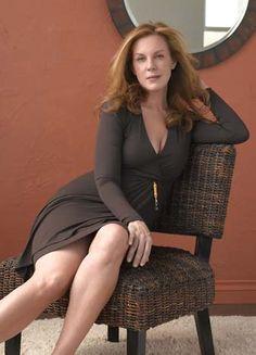 Elizabeth Perkins Hot
