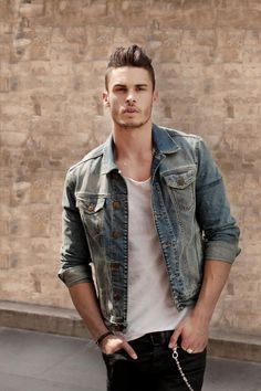 10 Of The Best Denim Jackets For Men This Vintage type of Denim Jacket is amazing to have Stylish Men, Men Casual, Casual Hair, Smart Casual, Look Street Style, Look Man, Denim Jacket Men, Denim Jackets, Men's Denim