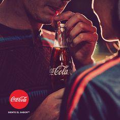 """¿Quieres disfrutar de los momentos más """"Coca-Cola"""" y tener un álbum cargado de sabor? Entra en nuestra galería de imágenes y #SienteElSabor http://spr.ly/6495BZeQl"""